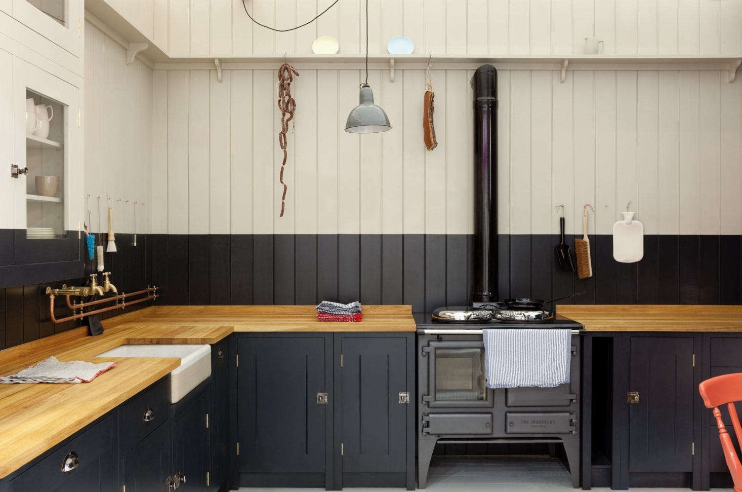 British Standard cupboards are available in Broken White eggshell finish, ready for the customer to paint in any color they wish. In this case, the color of the cabinets extends above the worktop, creating an unexpected and quirky visual datum.