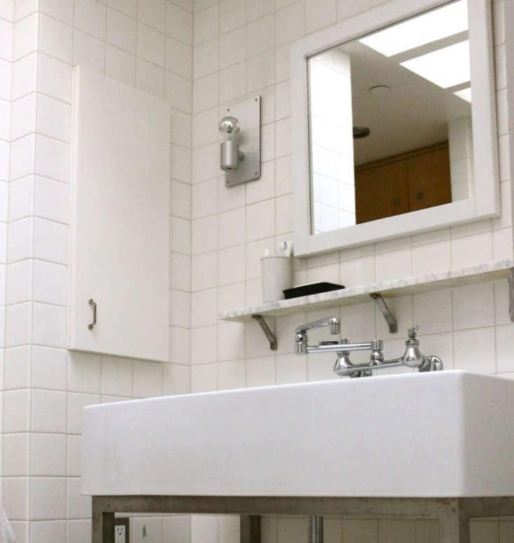 Steal This Look Julies AllWhite Bathroom Remodelista - Remodelista bathroom