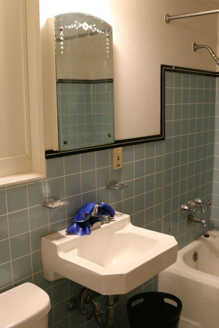 Before After The TwoWeek Bath Remodel For Less Than - 1970 bathroom remodel