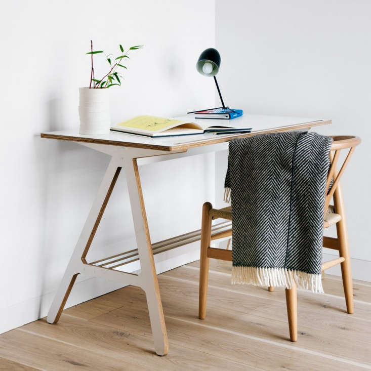 10 Easy Pieces: Desks for Small Spaces