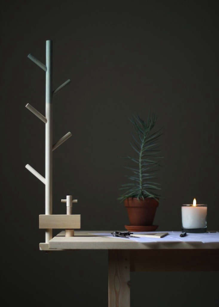 A Tree-Shaped Table Clamp for Clearing Clutter
