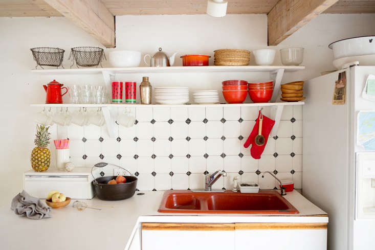 The boat came with a burnt orange sink, so the group kitted out the kitchen with orange and white tableware.