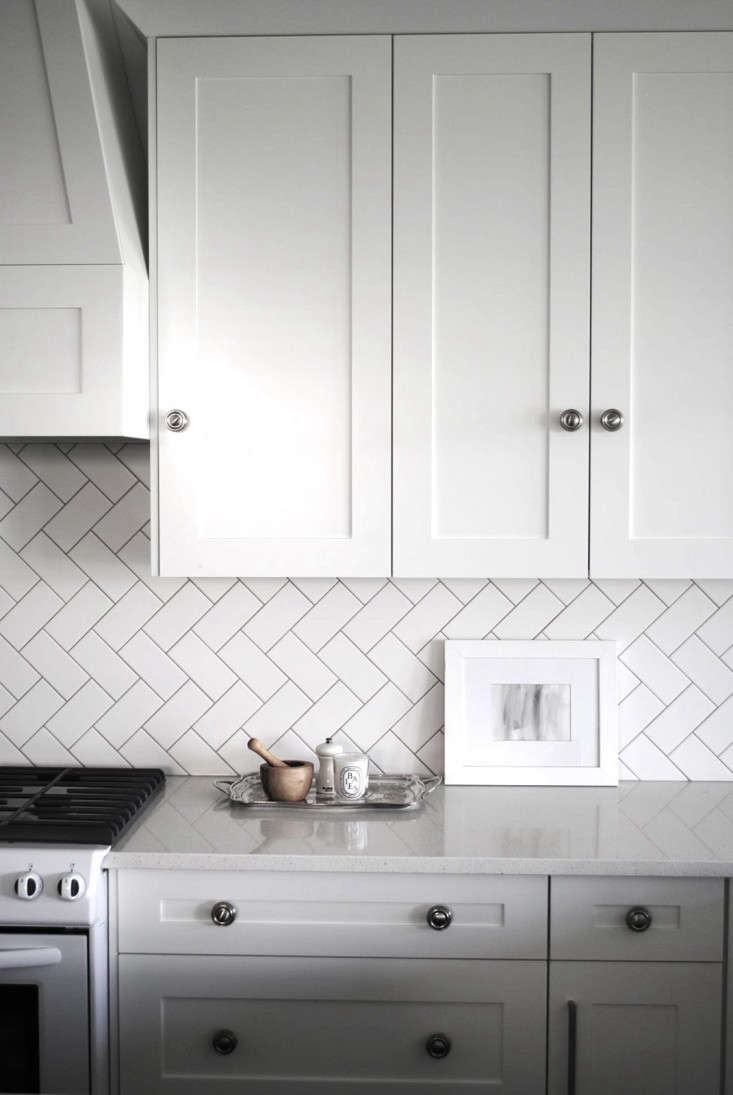 Subway Tiles Take On A Fresh Look When They Re Laid In Herringbone Pattern