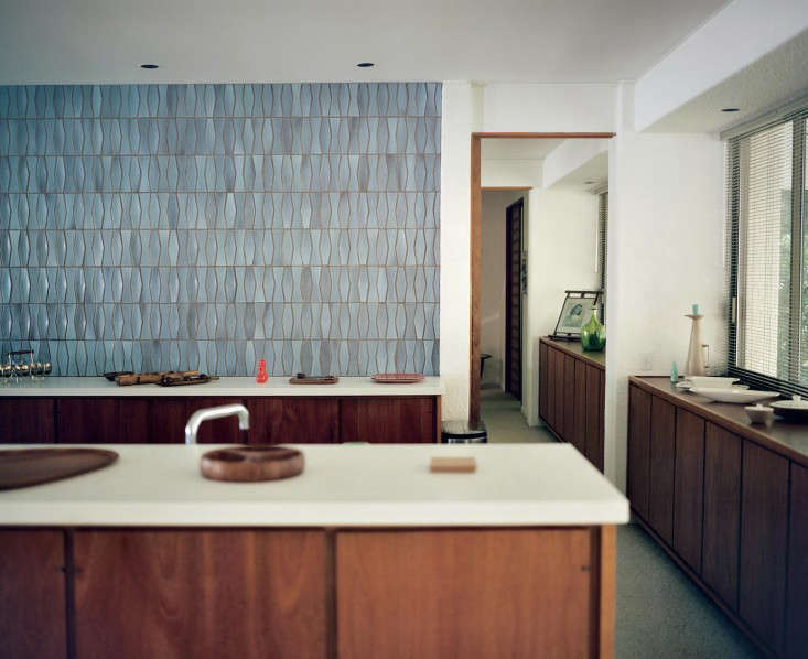 Required reading tile makes the room good design from for Dimensional tile backsplash