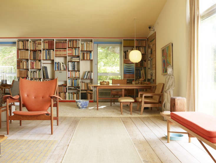 Williamson tells us that before he became a furniture designer  Juhl  trained as an architect   Finn Juhl s color sense really made. Required Reading  Modern Originals  At Home with Midcentury