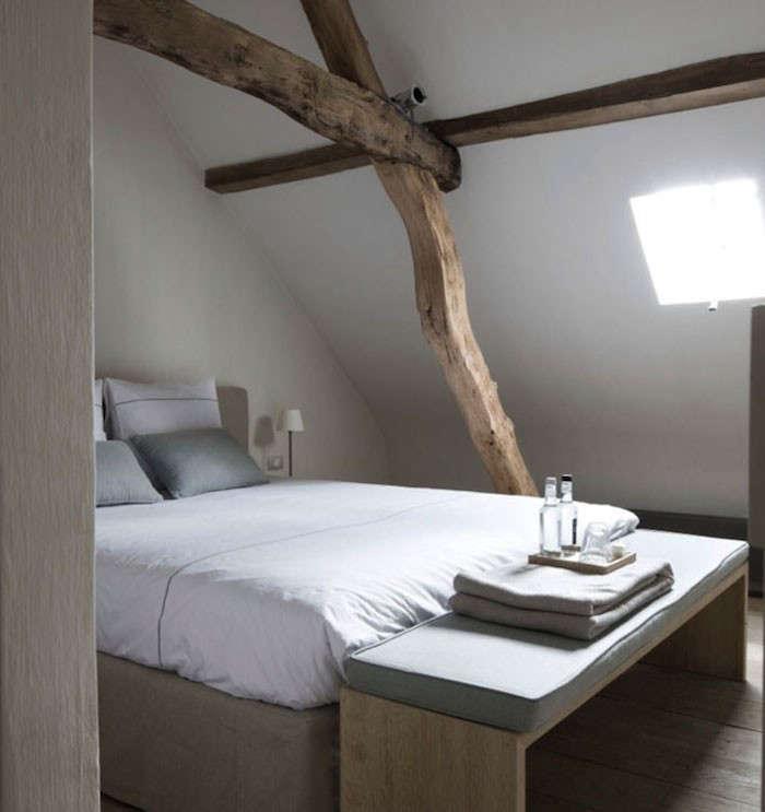 Light-colored limewash walls at theMoka & Vanille Bed & Breakfastin Heusden-Zolder, Belgium.