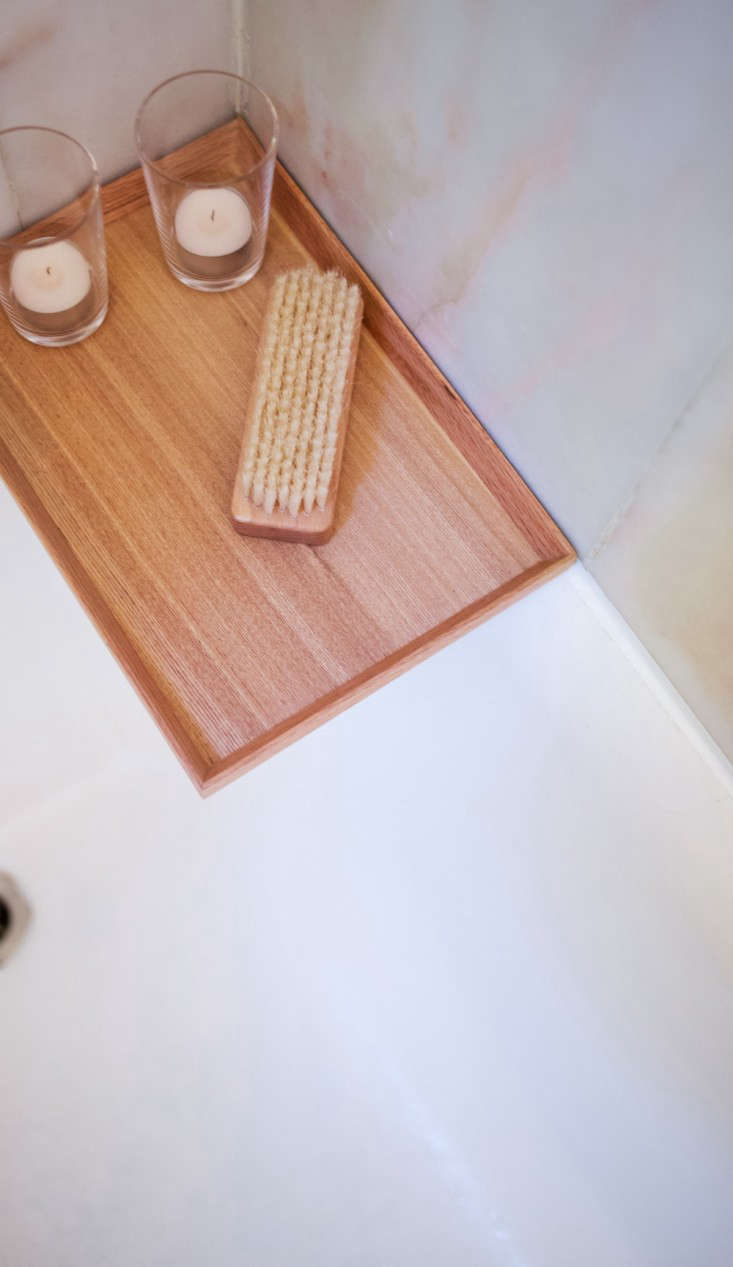A strip of newly-installed caulk is blissfully clean and mildew-free. See DIY: Refinishing a Bathtub for more of this project; photograph by Liesa Johannssen.