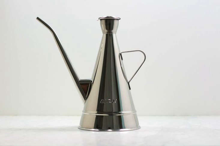 Above The Clic Spanish Oil Olive Dispenser Comes In Four Sizes 1 4 Liter Size Starts At 29 95 From La Paella Photograph Via Flotsam Fork Which