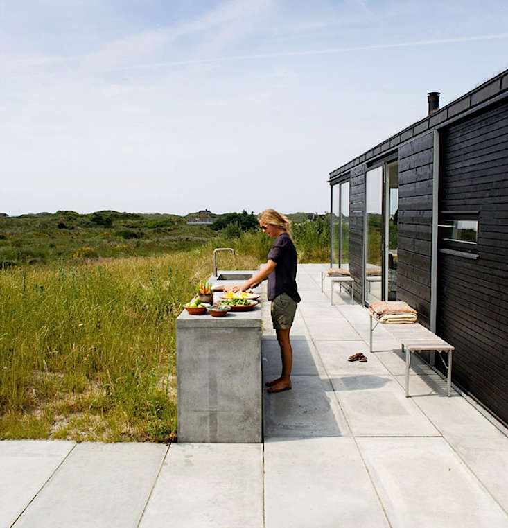 Beyond The Barbecue 15 Streamlined Kitchens For Outdoor