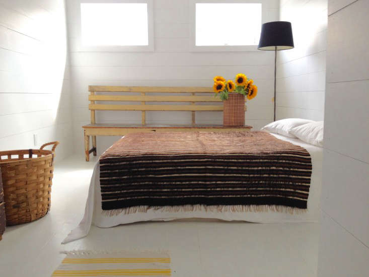 Ceramicist Paula Greifu0027s Small, All White Bedroom Feels Light And Airy. (See