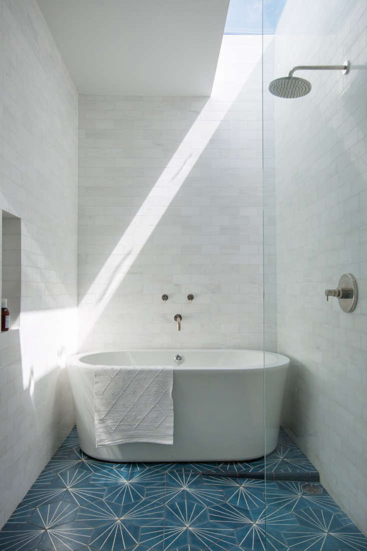Steal This Look: A Low-Key Luxe Bath in Los Angeles - Remodelista