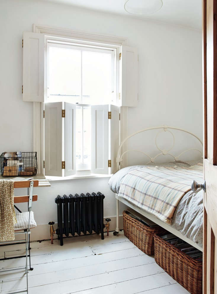 London Stylist Sara Emslie Ed All Of The Windows In Her Tiny Victorian Richmond Outside