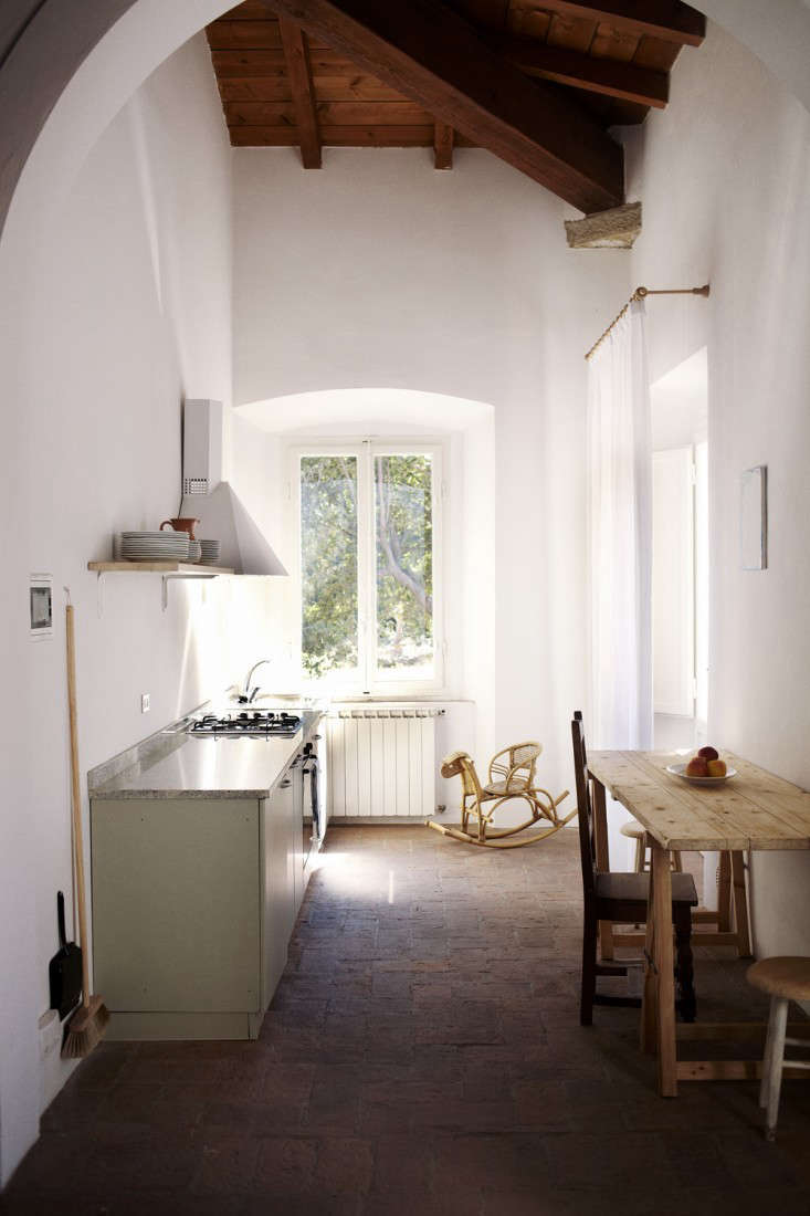 Understated ease in an apartment kitchen by Clarisse Demory atVilla Lena, a new hotel and artist retreat on a Tuscan estate. For more, see our post Steal This Look: A Humble Tuscan Kitchen, French Edition.