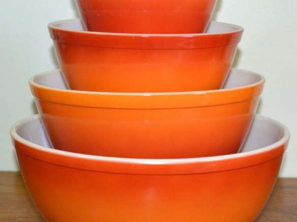 Vintage Pyrex Flameglow Mixing Bowl Set