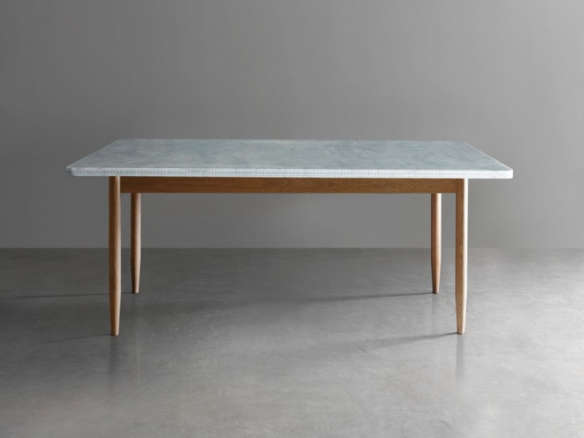 10 easy pieces marble top dining tables remodelista for Table table restaurants locations