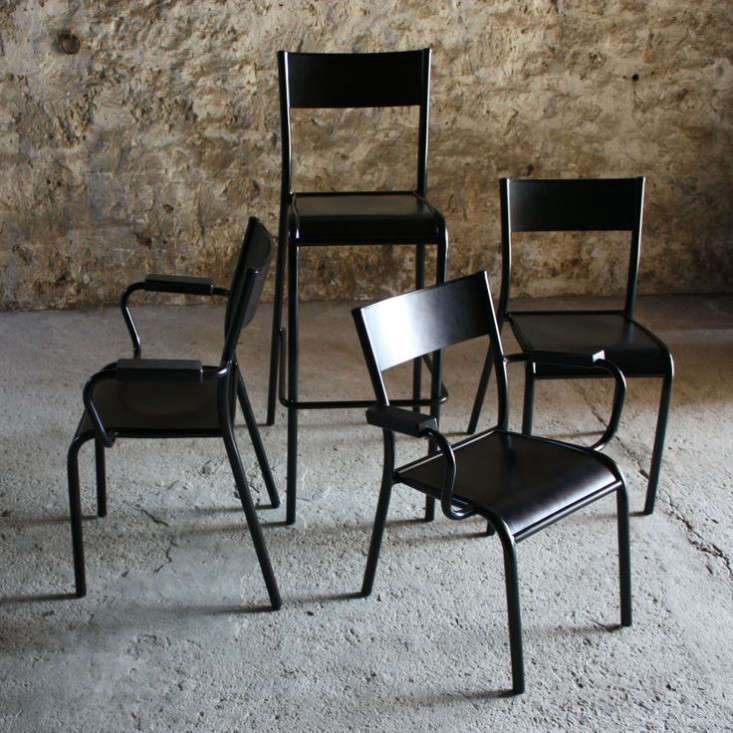 schoolroom chic la francaise remodelista. Black Bedroom Furniture Sets. Home Design Ideas