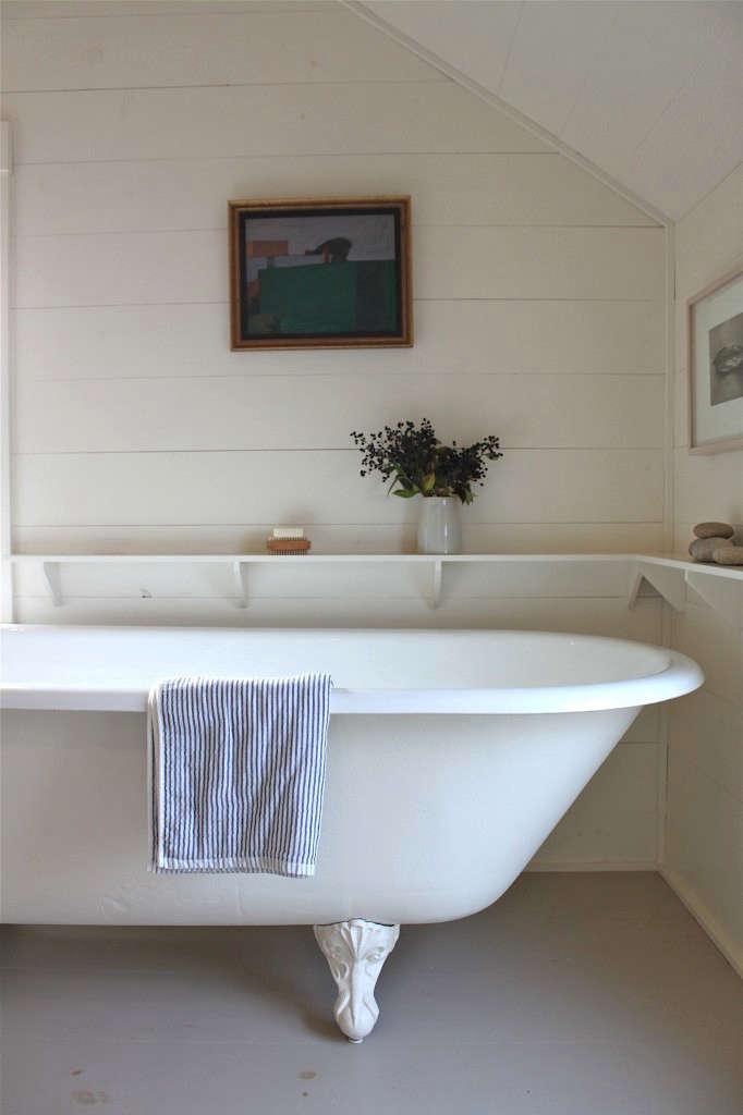 Essentials For The Bath Landlady Edition Remodelista - Remodelista bathroom