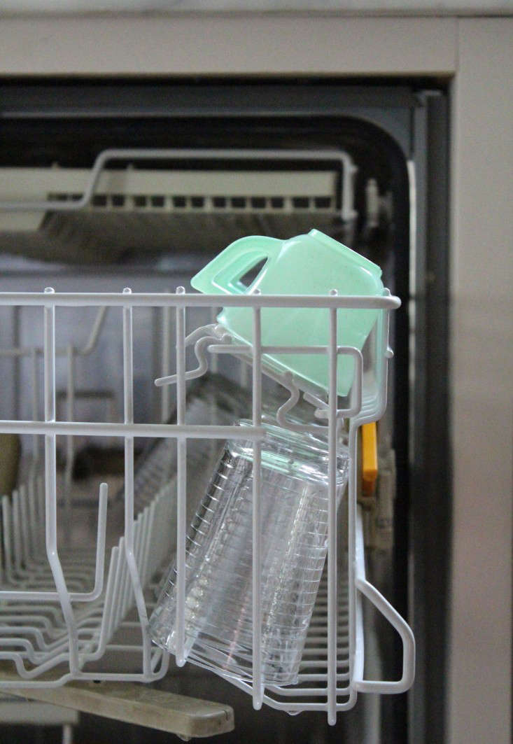 domestic science how to load a dishwasher remodelista. Black Bedroom Furniture Sets. Home Design Ideas
