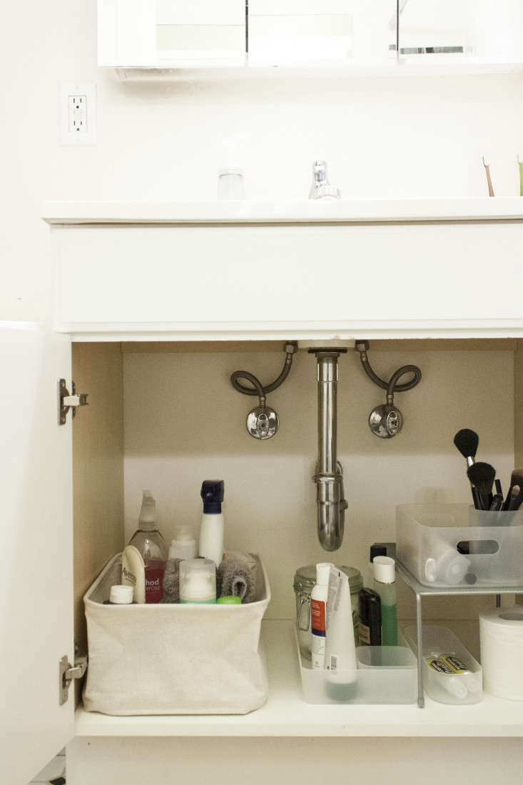 5 tips for under the sink organization remodelista. Black Bedroom Furniture Sets. Home Design Ideas