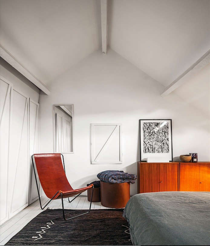 Enjoyable 5 Favorites Modern Leather Sling Chairs Remodelista Cjindustries Chair Design For Home Cjindustriesco