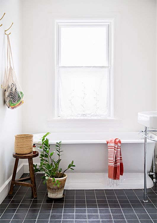 Above Photo by Brittany Ambridge for Domino. & Design Sleuth: Net Market Bag as Bath Toy Storage - Remodelista