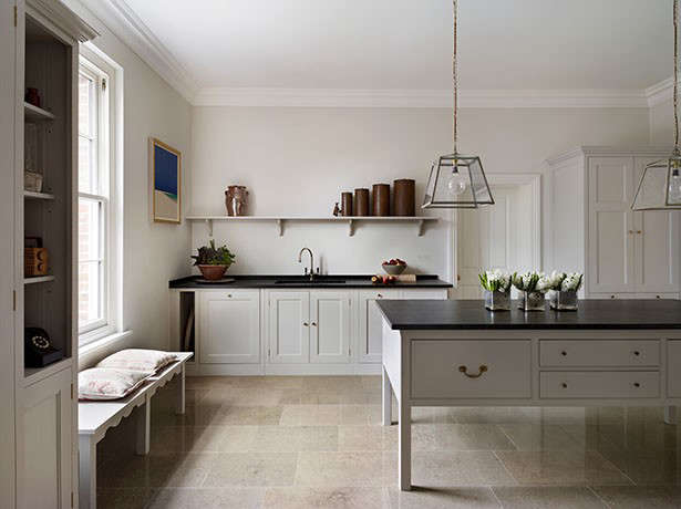 Kitchen confidential 10 ways to achieve the plain english for Plain kitchen wallpaper