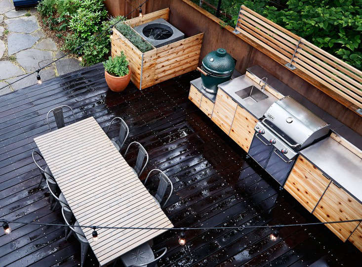 An Outdoor Kitchen In Red Hook Brooklyn By New Eco Landscapes