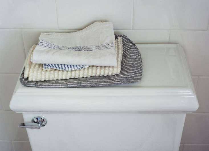 Expert Advice Tips For Transforming A Rental Bath Remodelista - Rental bathroom remodel