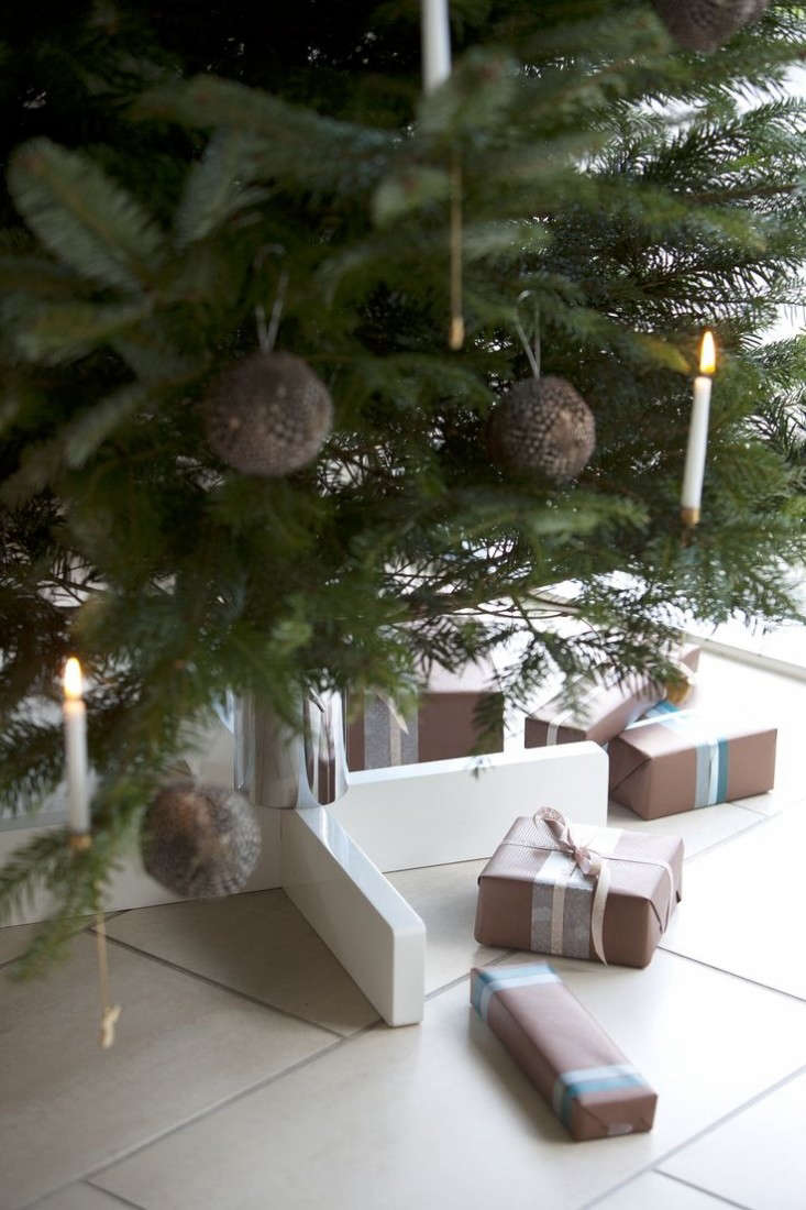 6 Best Christmas Tree Stands of 2014 - Remodelista