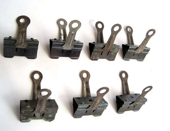 Ideal Design Sleuth: Metal Clips as Art Holders - Remodelista OT92