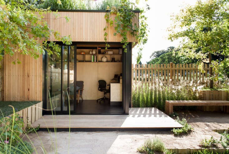 An Instant Backyard Room for Summer Guests