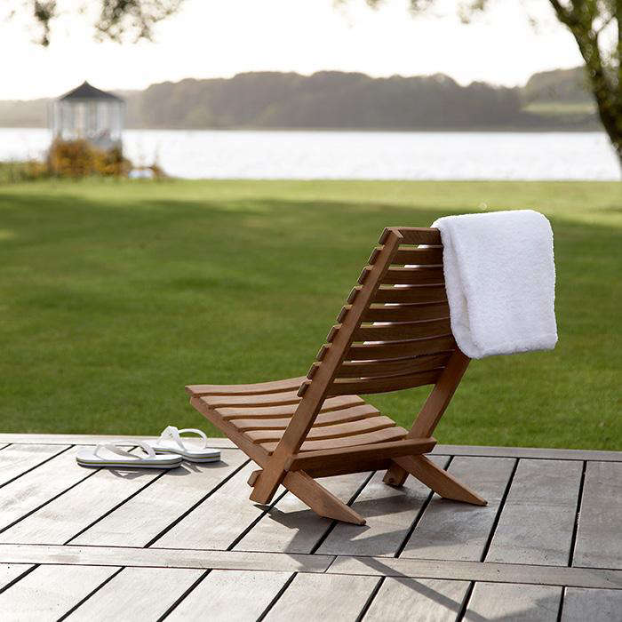 & Dania Folding Beach Chair