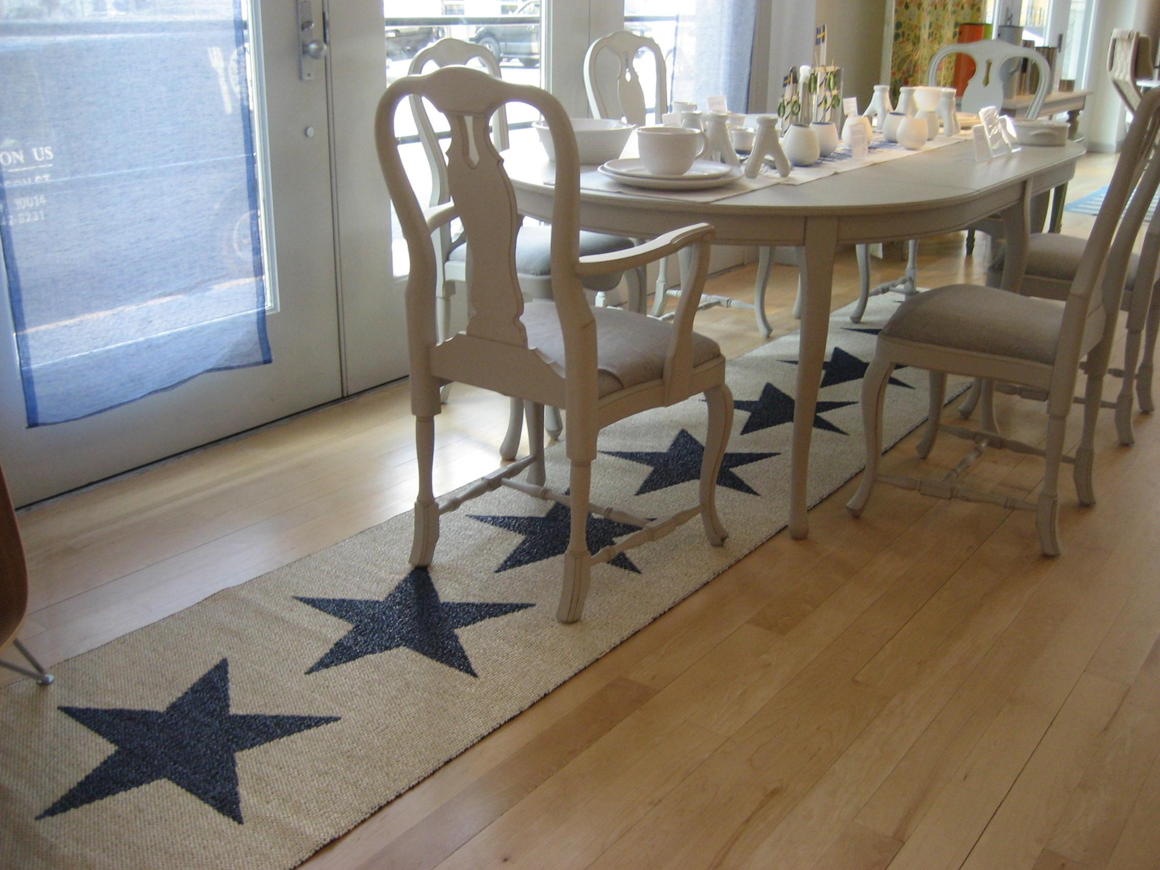 patterned woven plastic floor mat