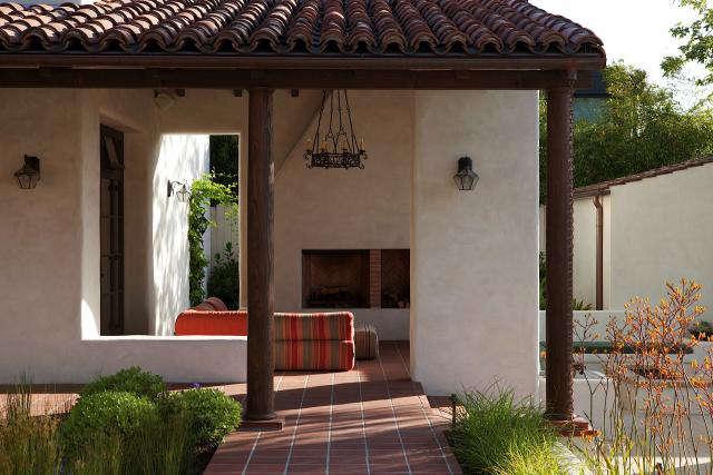 Historic adobe modern architecture remodelista for Modern adobe houses