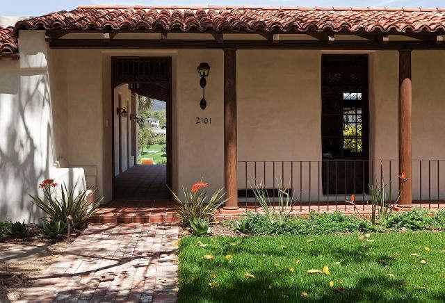 Historic adobe modern architecture remodelista for Modern adobe homes