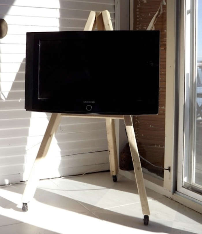 Diy Tv Display Easel On Wheels Remodelista