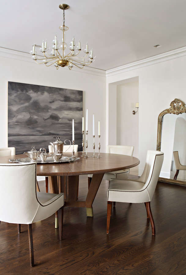 Dining room with classic interior design by Kazuko Hoshino in Provence style home with renovation and architecture by William Hefner. #diningroom #classicdecor #interiordesign
