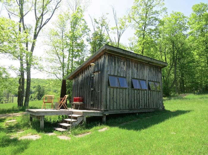 Rustic simplicity for rent in upstate new york remodelista for Upstate new york cabin