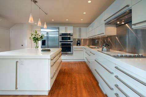 Above: The Viking Cooktop Is Available With A White Glass Top, As Shown In  This Kitchen (via NJ Savvy Living).