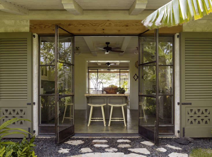 The Summer Kitchen: 16 Favorite Indoor/Outdoor Kitchens from the ...