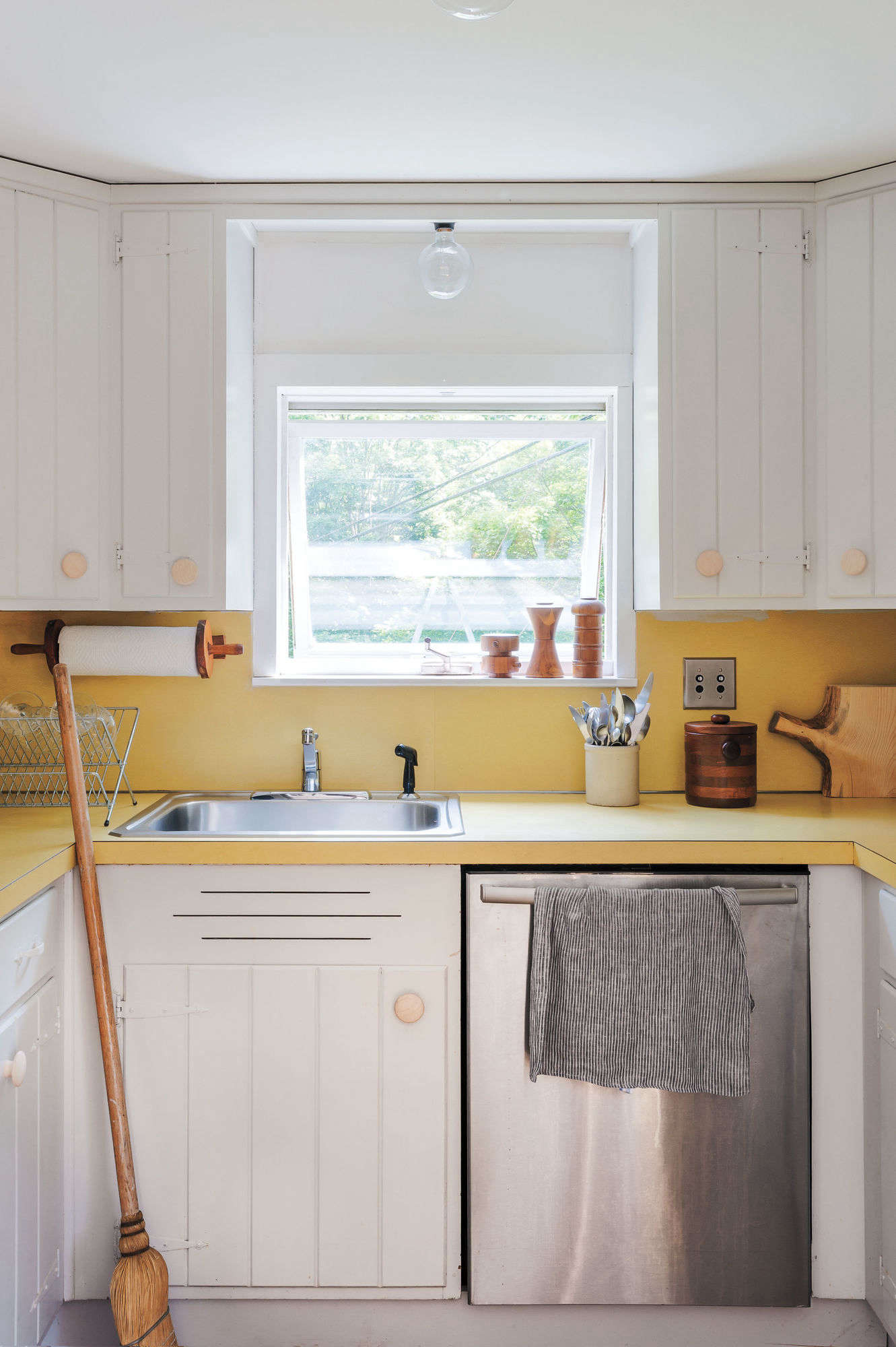 Expert Tips on Painting Your Kitchen Cabinets on