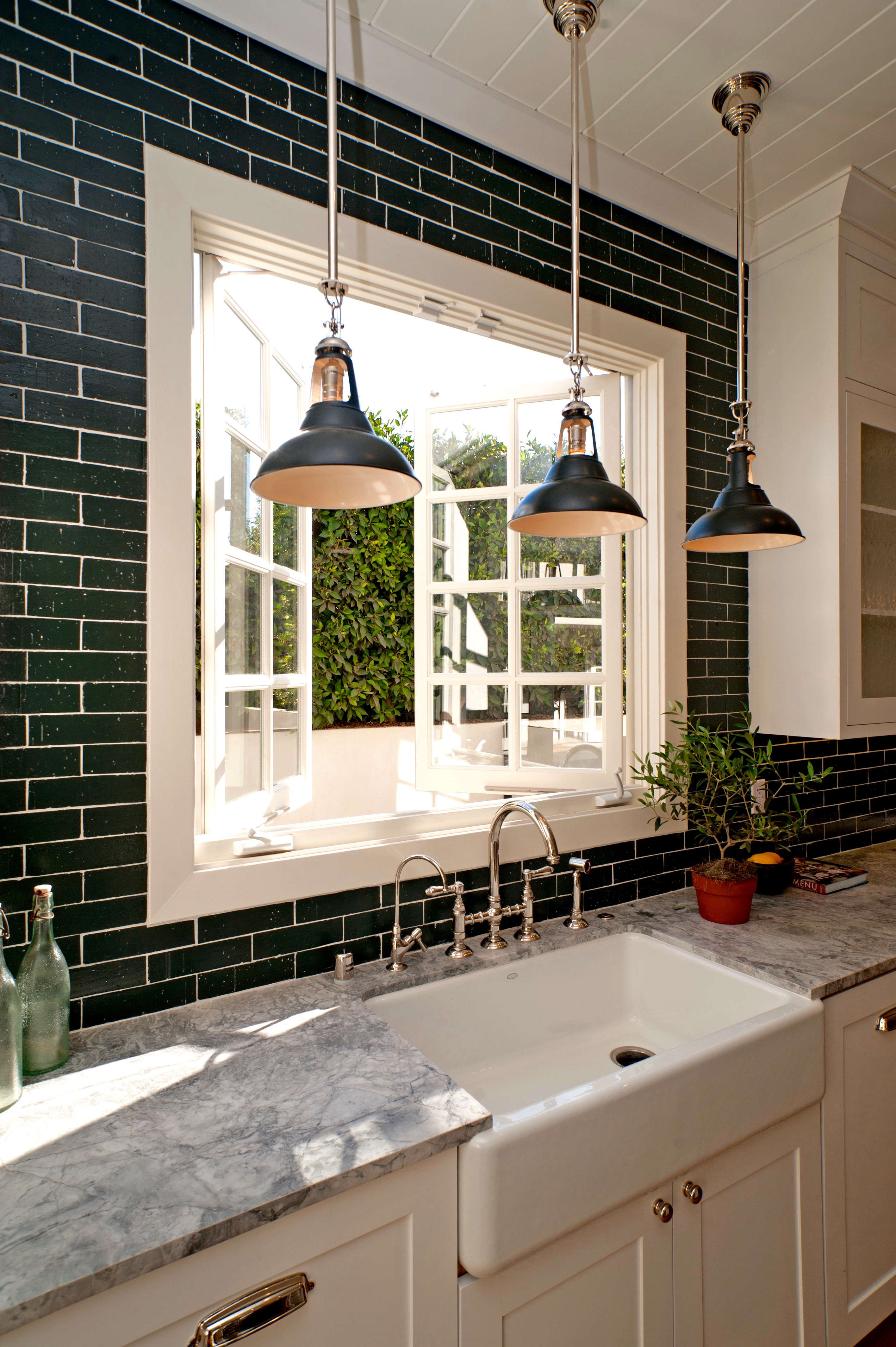 above painted brick veneer is an affordable way to get the look of glazed tile for less leigh used it here in an la house that she remodeled and flipped