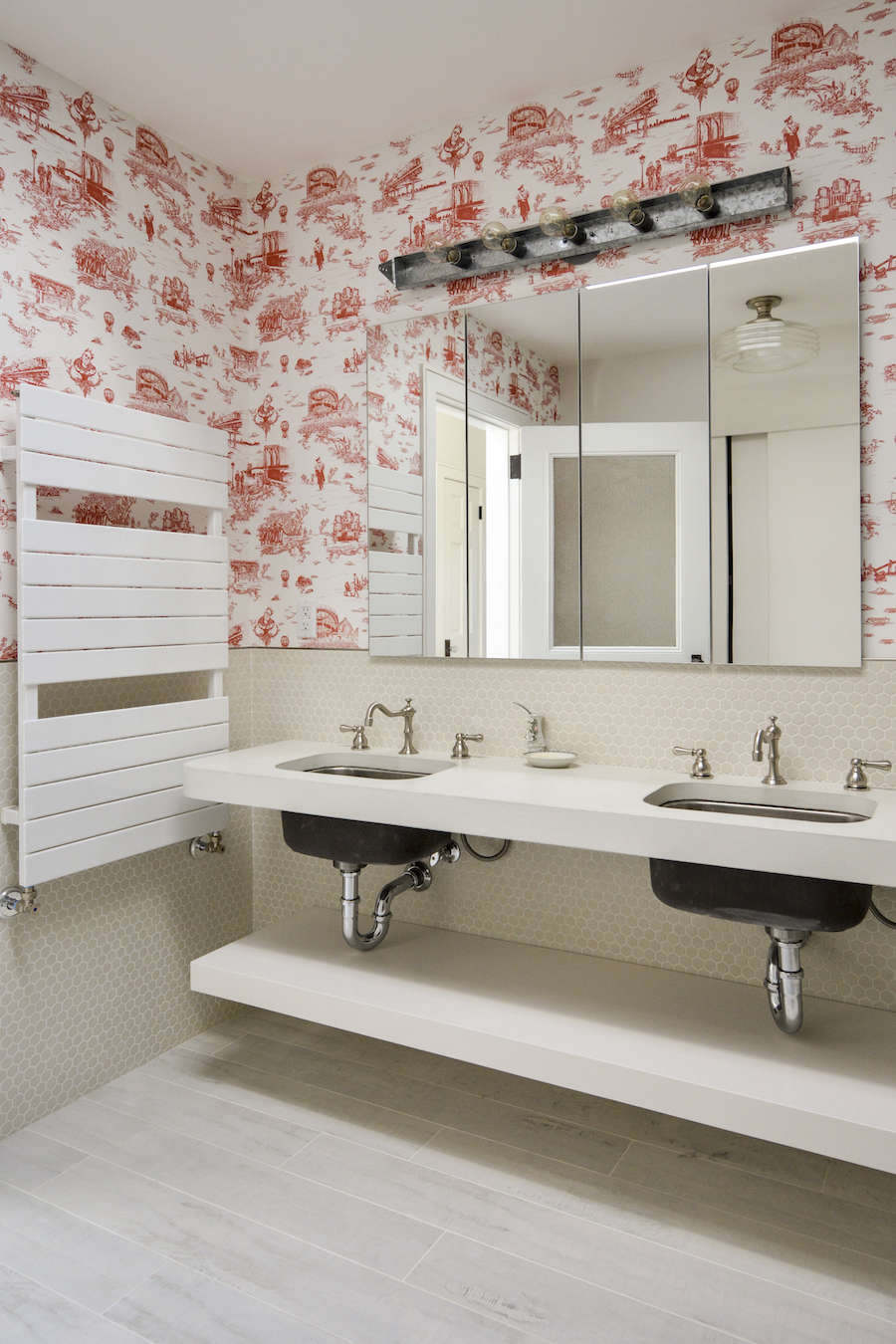 Brooklyn toile in architects Gregory Merkel and Catalina Roja's Brooklyn bathroom | Remodelista