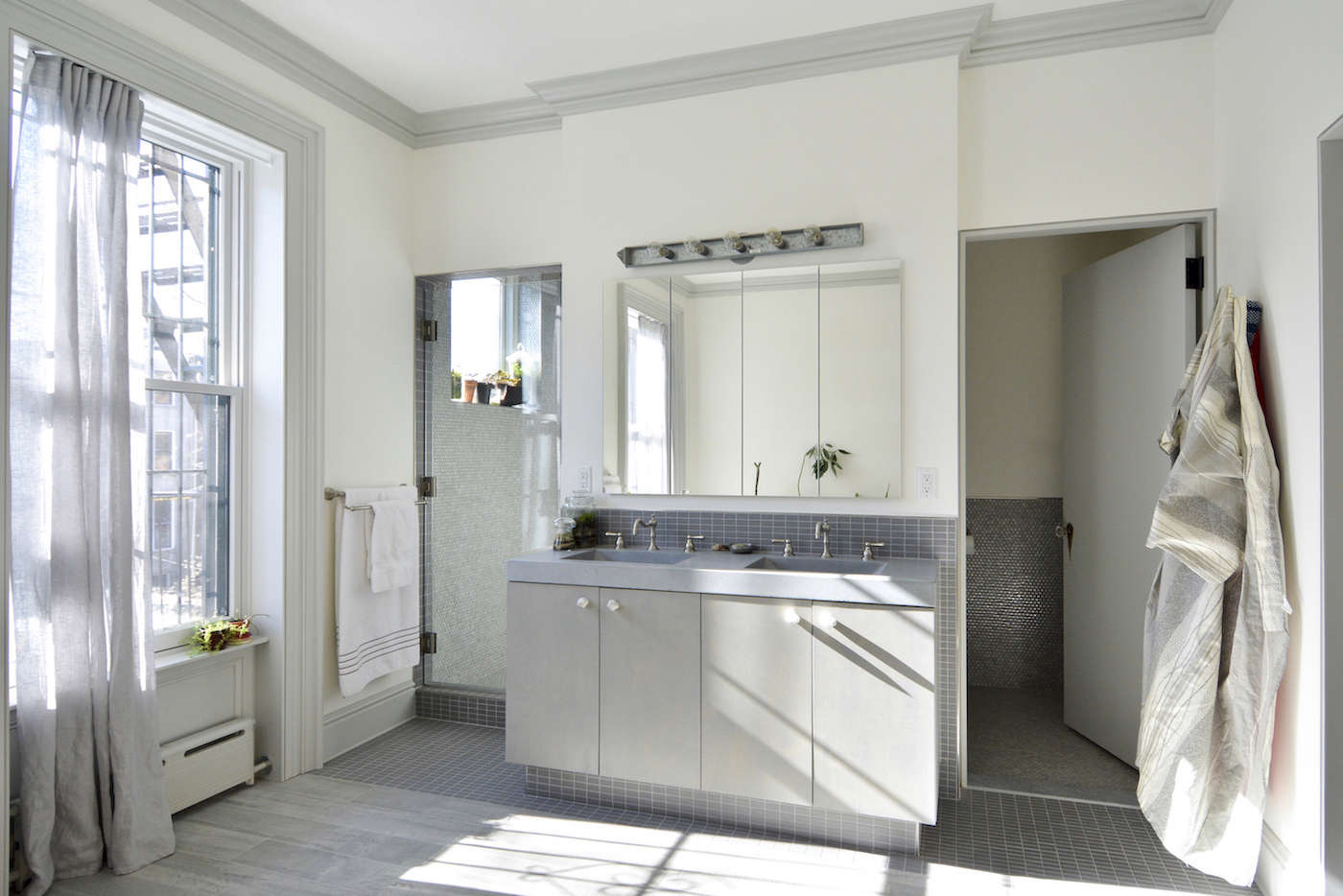 Architects Gregory Merkel and Catalina Rojas Townhouse master bath | Remodelista