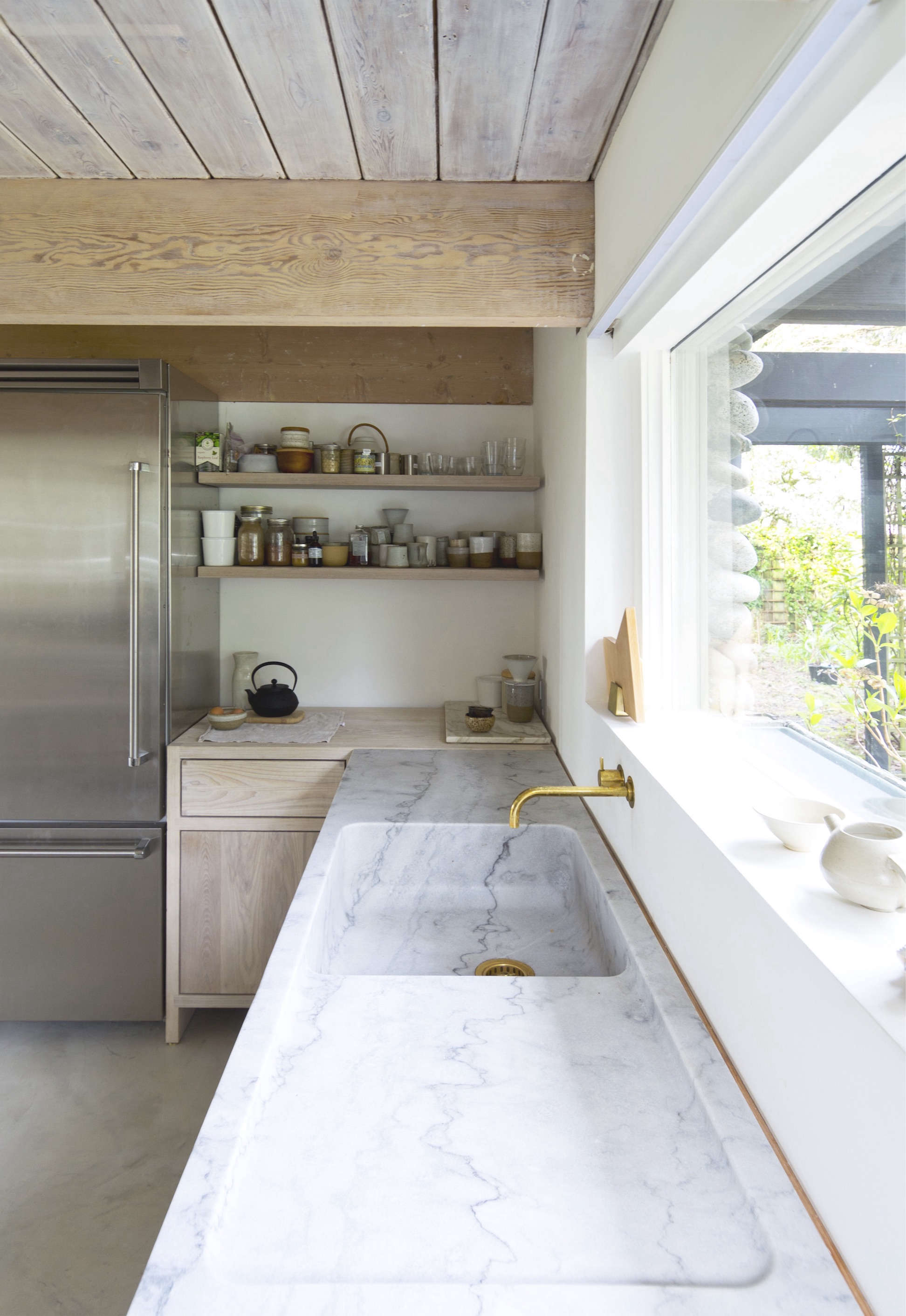 Kitchen Of The Week A Monumental Marble Countertop Remodelista - Kitchen architects