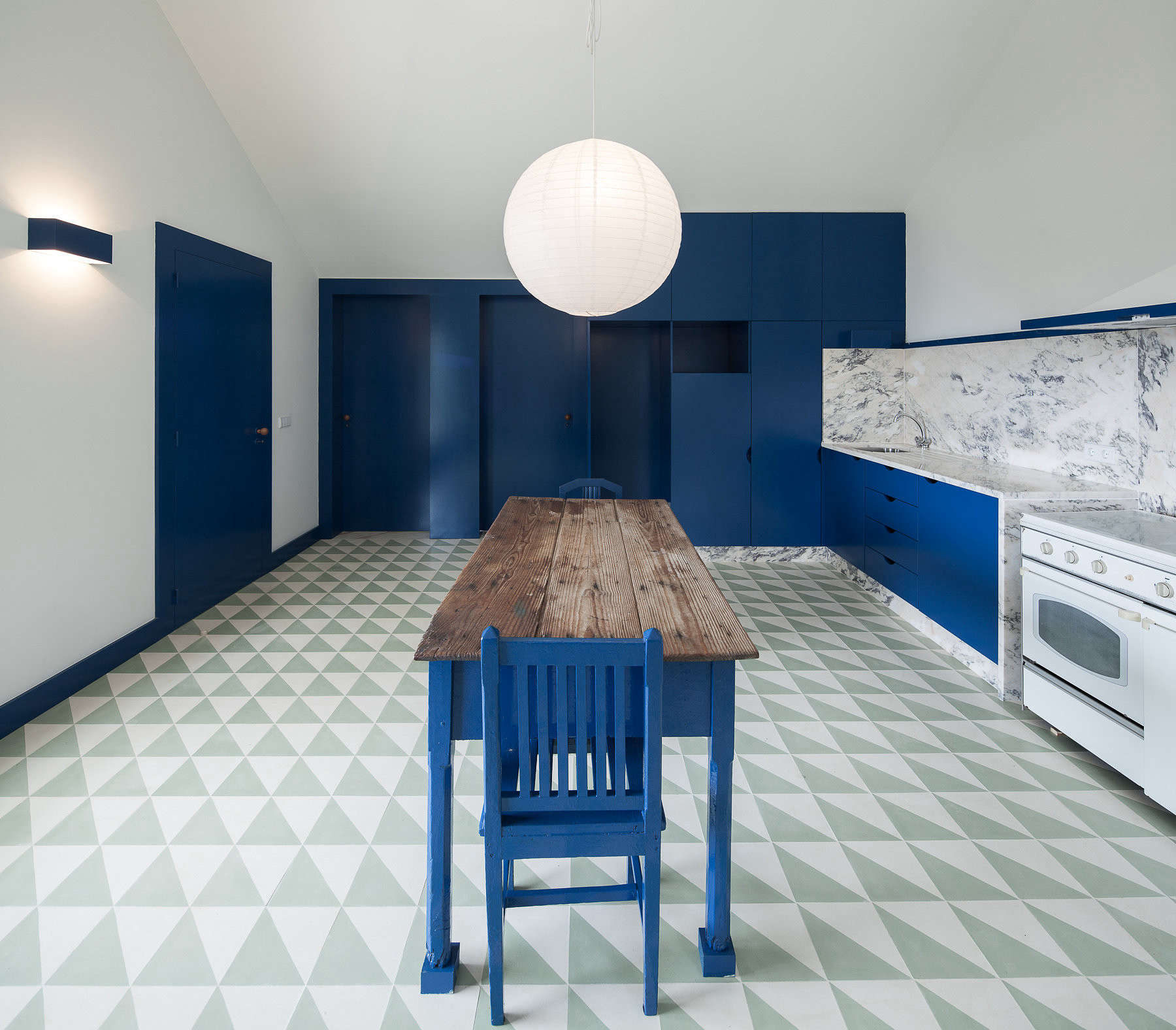 Steal This Look: A Surrealist Farmhouse Kitchen in Portugal ...