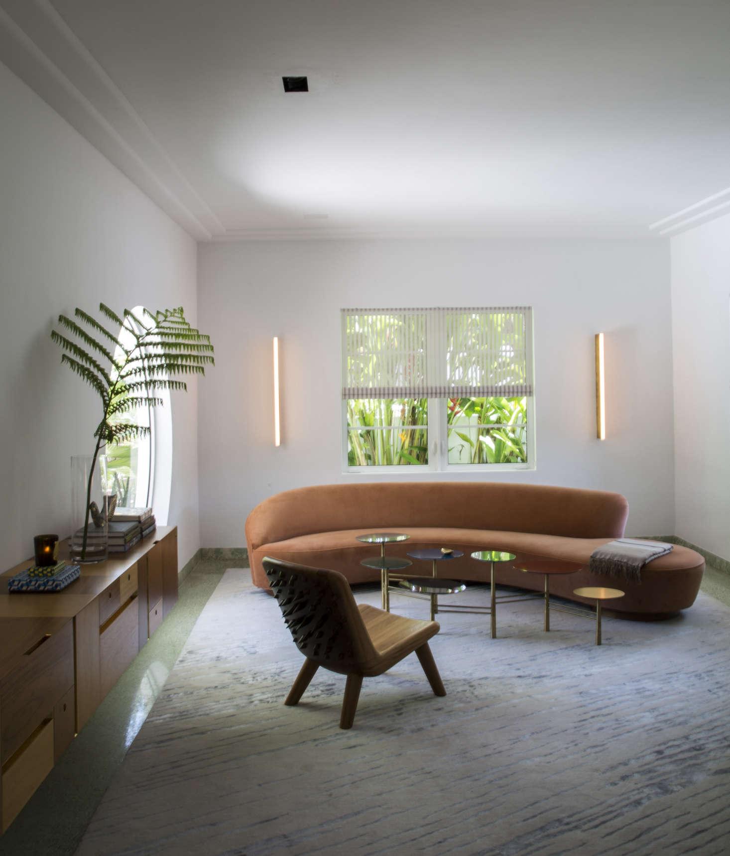 Good Living room with Vladimir Kagan sofa in Miami art deco villa remodel by Stephan Weishaupt