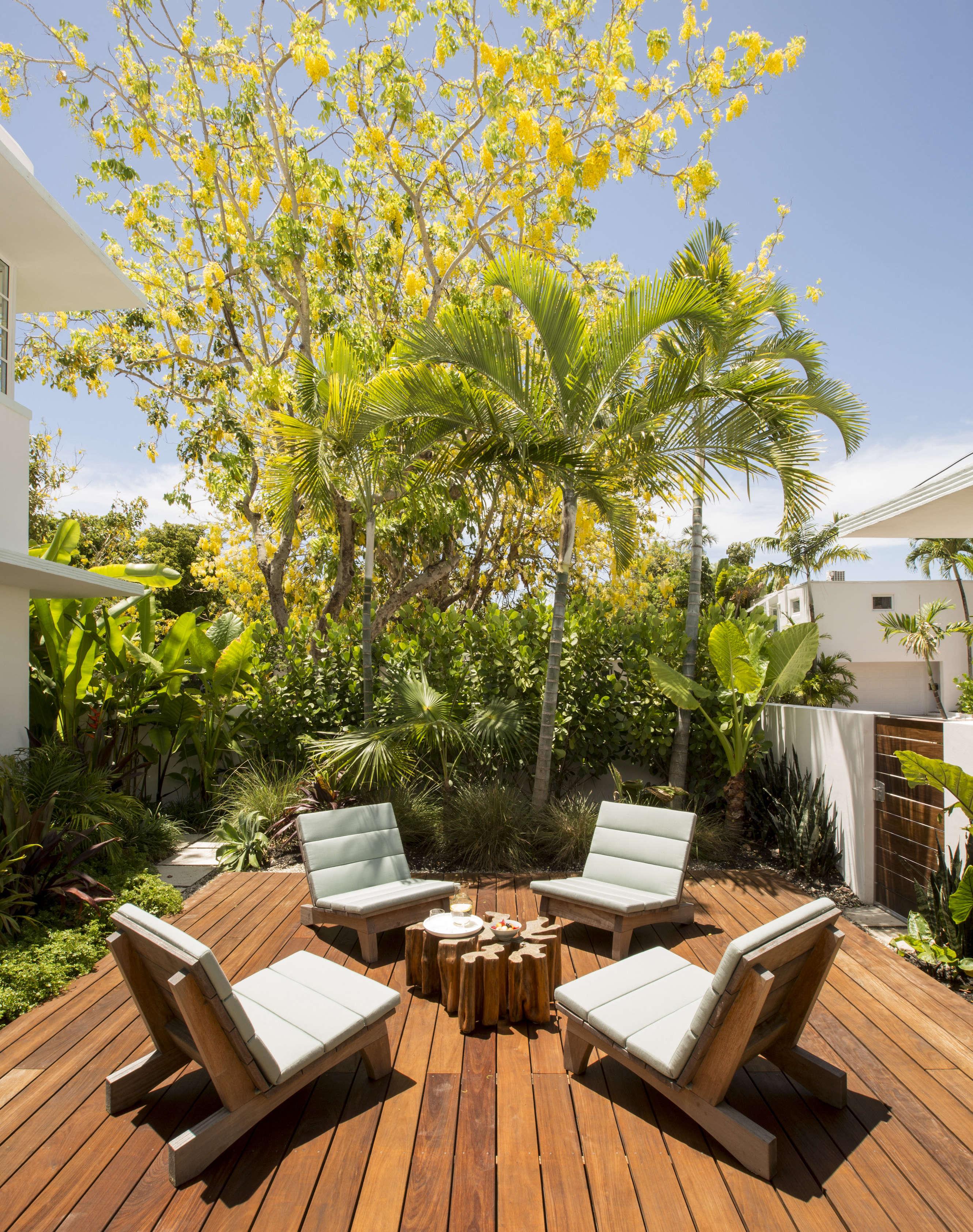 Simple Stephan Weishaupt Miami house Richard Powers photo Remodelista