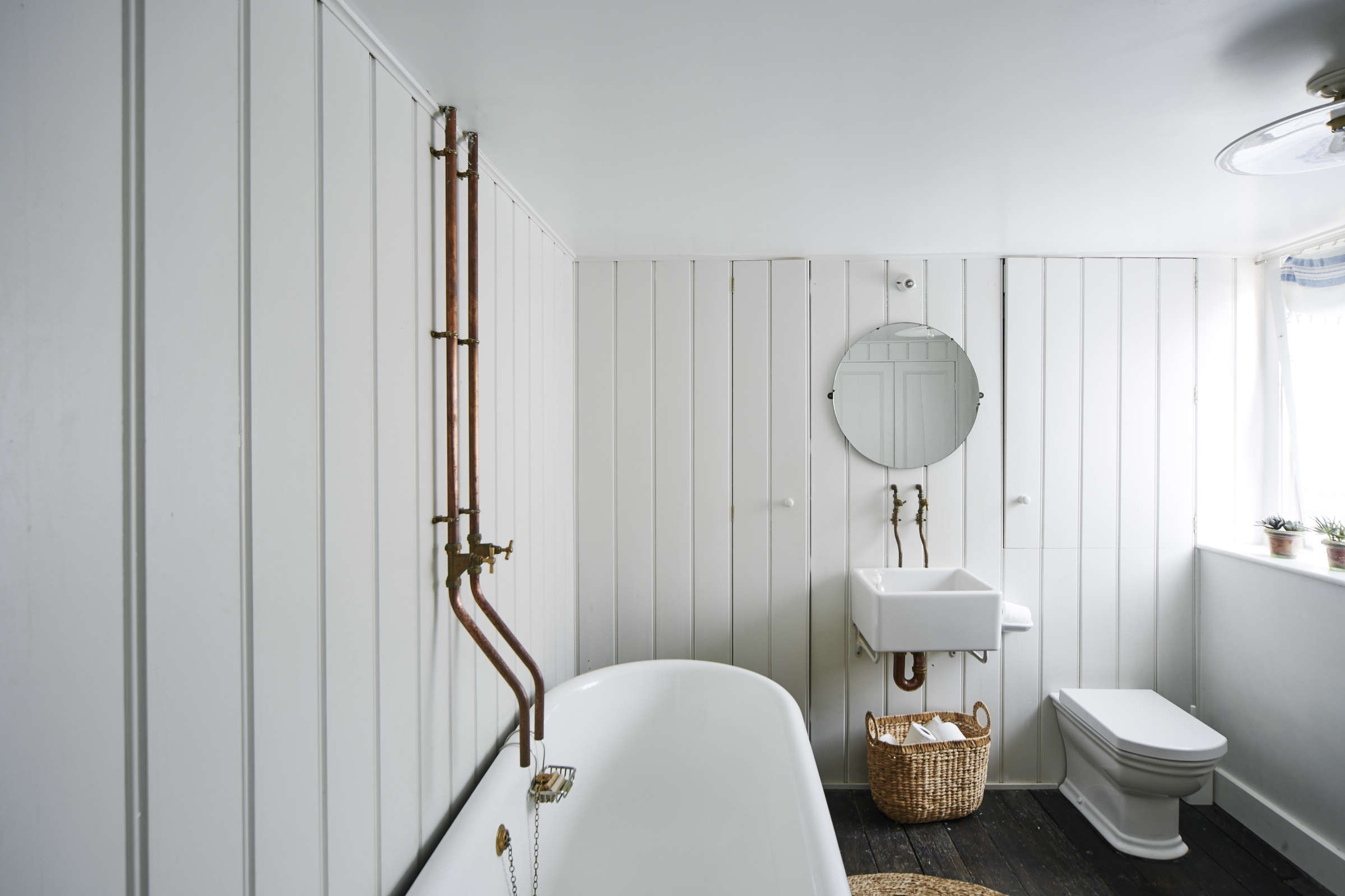 Steal This Look: A Vintage Bath in England with a DIY Faucet ...
