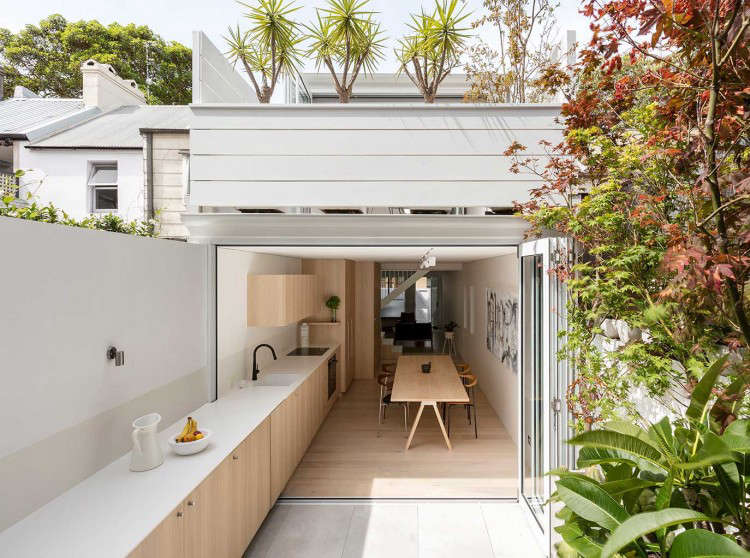 Charmant An Architect Designed Kitchen In A Sydney Suburb Features One Long Counter  That Stretches Into